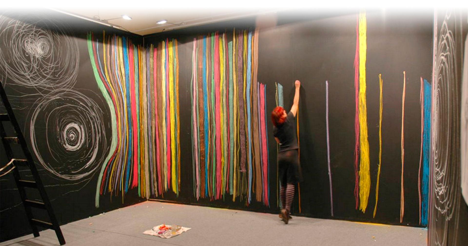 """""""Me interesa la educación como espacio político"""".  Conocé a la artista visual y docente Marina De Caro"""